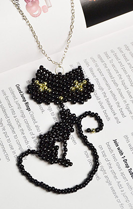 Lovely Cat Pendant Necklace with Black Seed Beads
