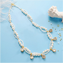 2056 Elegant Pearl Necklace With Alloy Charms